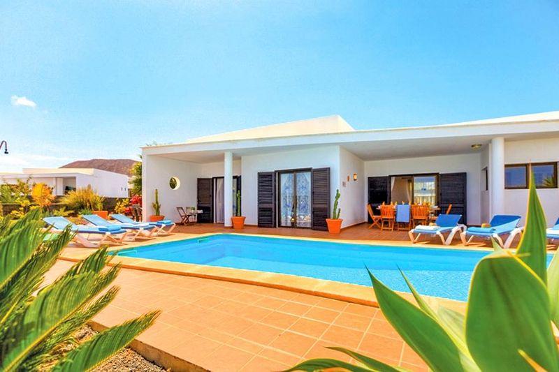 Lanzarote Family Villa